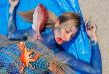 "Photo of PETA spectacular photogenic ""dead fish"" protest in Sydney Fish Market"